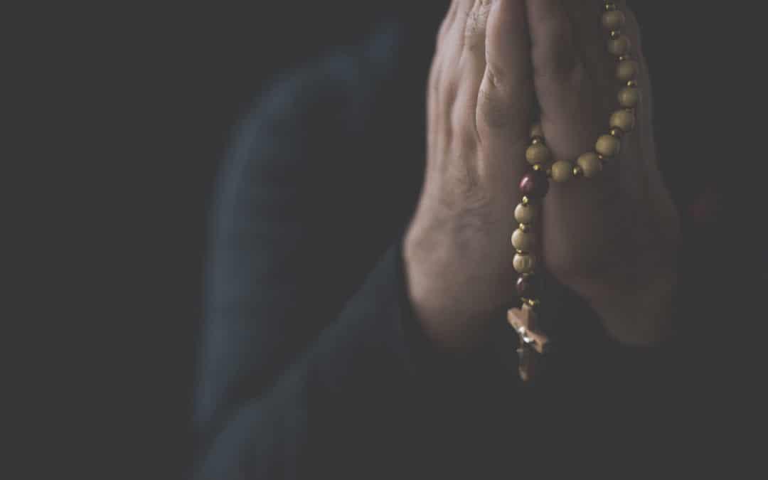 4 oraciones para rezar antes de entrar a trabajar