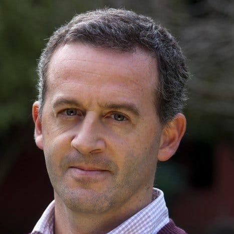 Dr Matías Najún